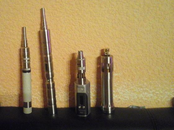 Provari 2.5 mit flash e, Swabia dna40 mit S6, Wismec Relaux dna 200 mit H 2, Hades 2 mit vapor giant medium.