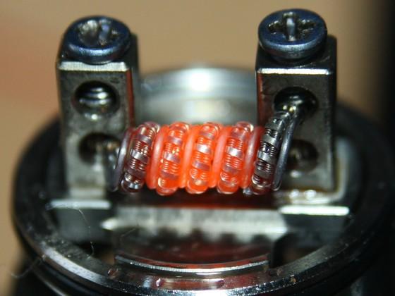 Transformer coil 2x Clapton 0,3mm V2A seele,0,1mm V2A Mantel fussed mit 0,1x0,4mm Kanthal A1 und 0,5mm V2A in den Zwischenräumen Glühbild